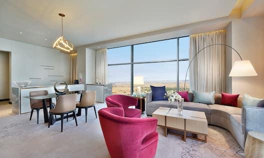 Diplomatic King Suite, Living Area