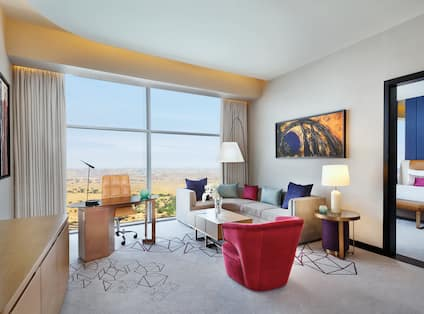 Executive King Suite, Living