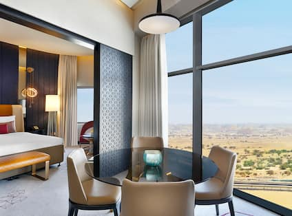 Deluxe King Suite, Dining