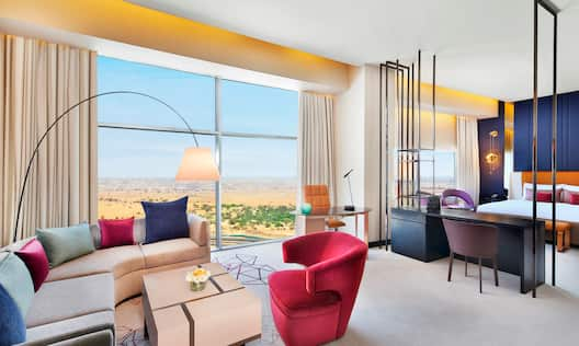 Deluxe King Suite, Living