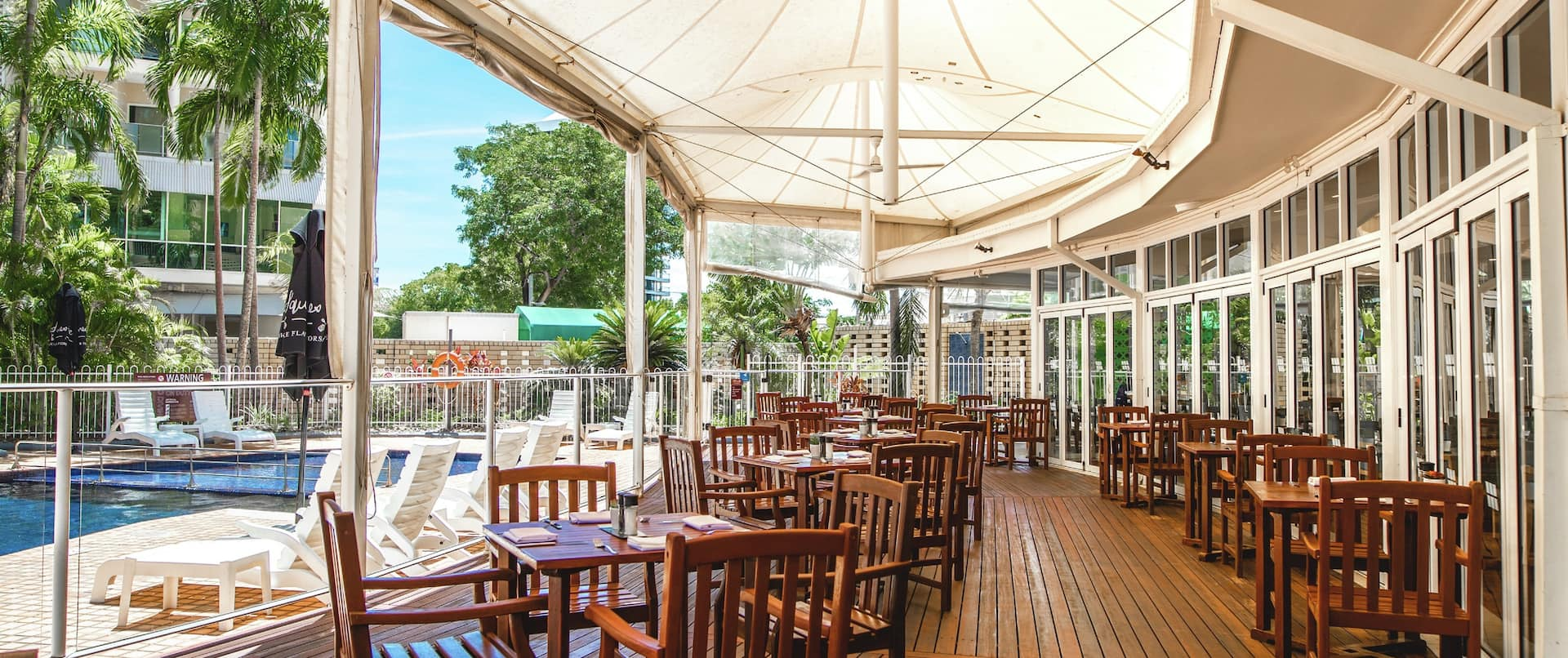Overlooking the sparkling waters of the outdoor pool and surrounded by lush tropical gardens, the Poolside Restaurant serves innovative Australian cuisine in a relaxed environment.