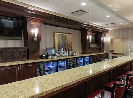Crossing Lounge and Bar