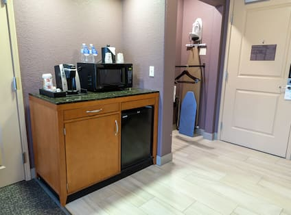 Accessible Guest Room Wet Bar