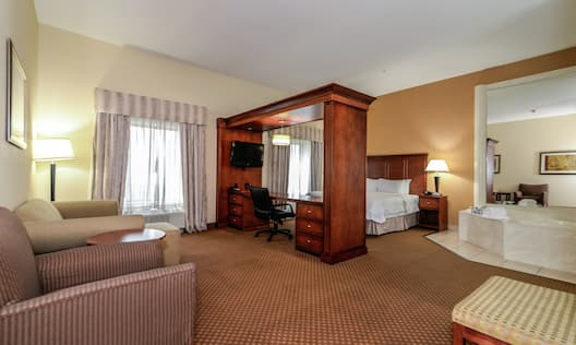 King Suite with Bed, Lounge Area, Work Desk, Room Technology, and Whirlpool Tub