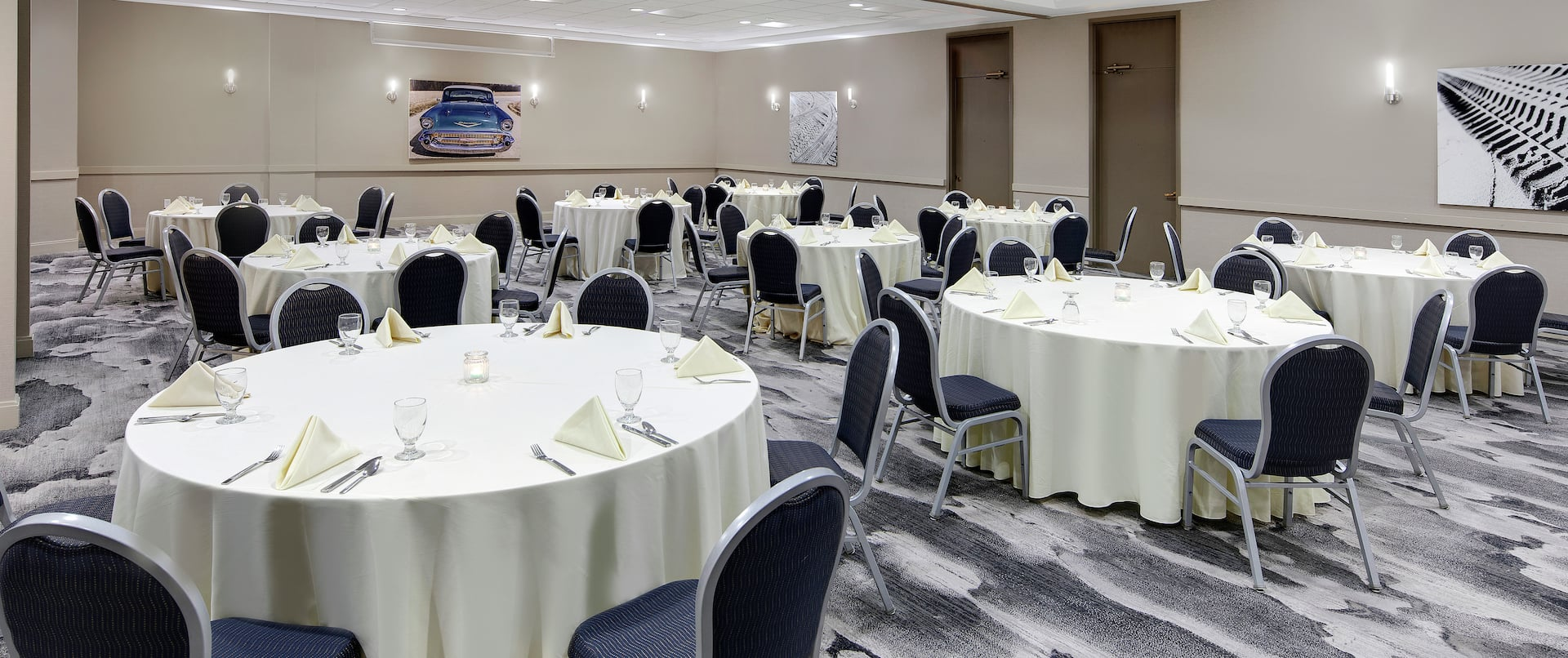 Royal Oak Banquet Rounds with Chairs