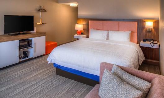 King Bed Guestroom