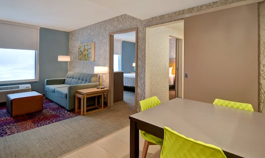 King Guestroom Lounge Area
