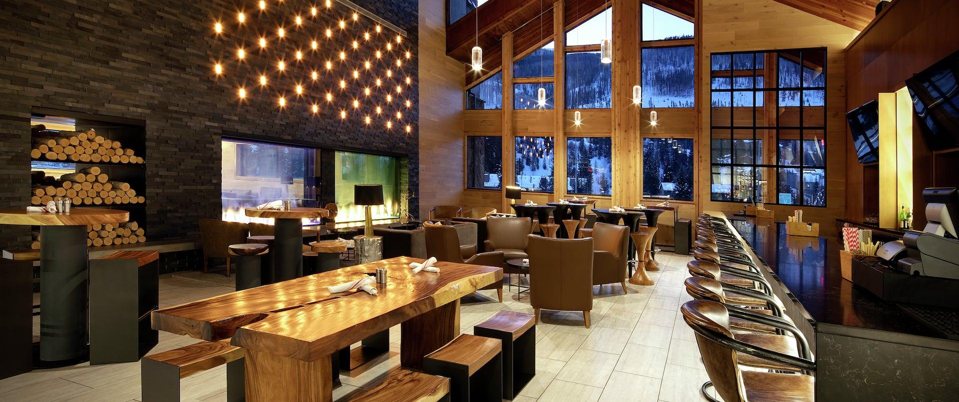 Pivot62 Restaurant And Bar