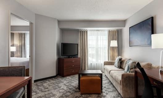 Queen Bed Guestroom Suite