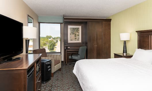 Guest Room with King Bed, TV and Work Desk