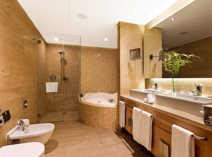 Presidential Suite With Tub