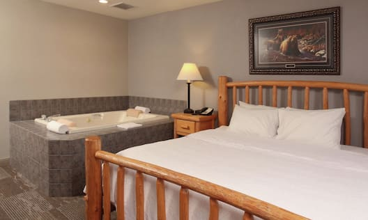 1 King Suite Bedroom with Bed and Tub