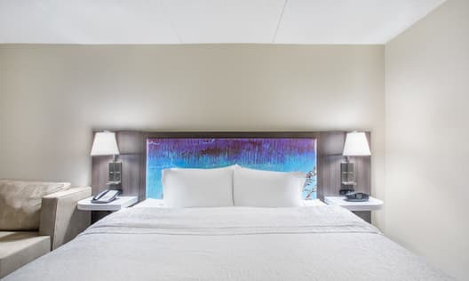 King sized Bed Guest Room with Sofa