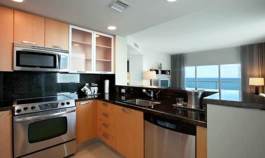 Convenient Full Kitchen