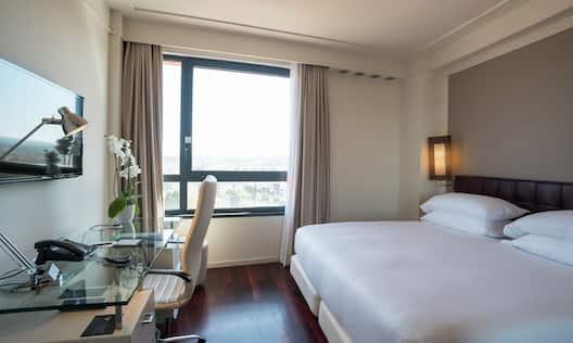 Hilton Metropole Guestroom