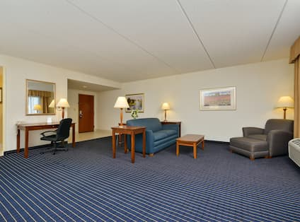 Queen Suite Guestroom
