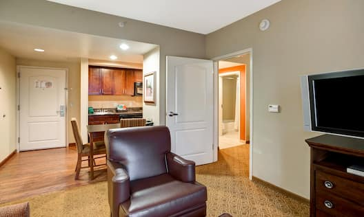 1 King Bed 1 Bedroom Suite Seating