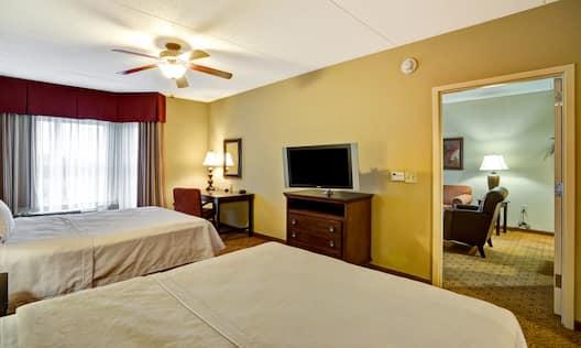 2 Queen Beds 1 Bedroom Suite Bedroom