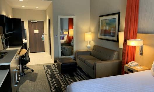 Guest Room with Queen Bed