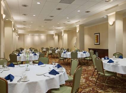 Hamilton Room, Round Tables