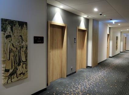 Hampton Inn Hotel Corridor