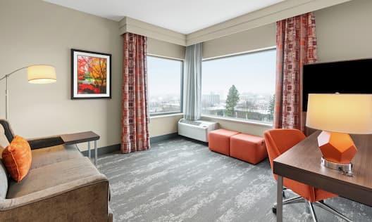 King Studio City View Guest Suite Lounge Area