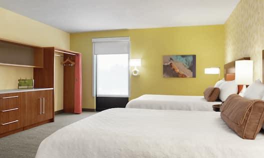 Double Queens Studio Guestroom Suite
