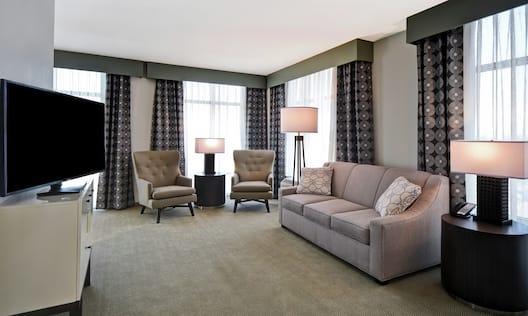King Guestroom Living Room Area