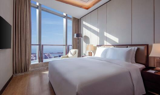 King Bedroom with Panoramic Views of the City