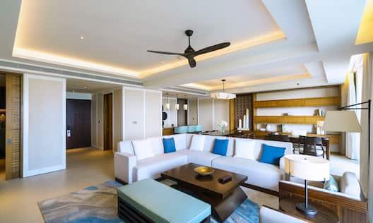 One Bedroom Deluxe Ocean View Suite
