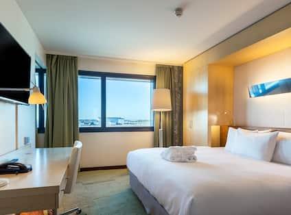 Junior Suite bedroom Airport