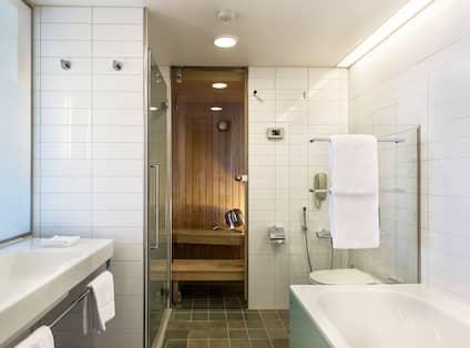 Executive King Plus bathroom with sauna