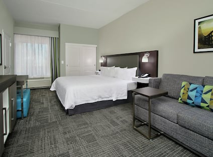 King Whirlpool Suite Bed and Lounge Area
