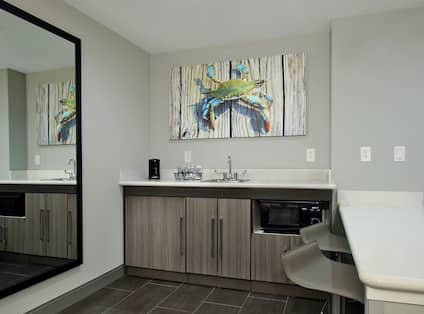 King Whirlpool Suite Wet Bar and Seating
