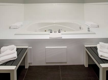 Whirlpool Tub in Guest Suite