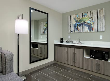 Wet Bar in Accessible King Whirlpool Suite