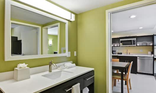 1 Bedroom Suite Bathroom