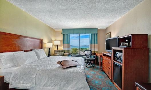 King Lake View Room