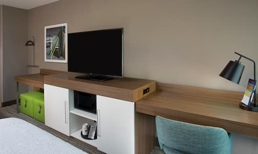 Bedroom with TV and workdesk