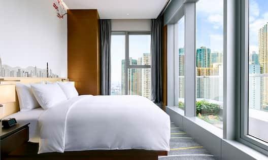 Guestroom Deluxe Bedroom