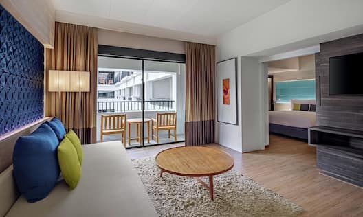 King Deluxe Suite Living Room