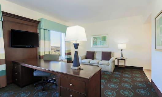 King Suite Lounge Area