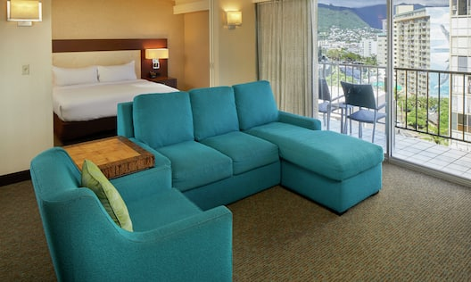 Alana King Suite with Mountain View