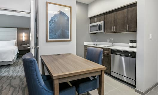 1 Bedroom King Suite Kitchen