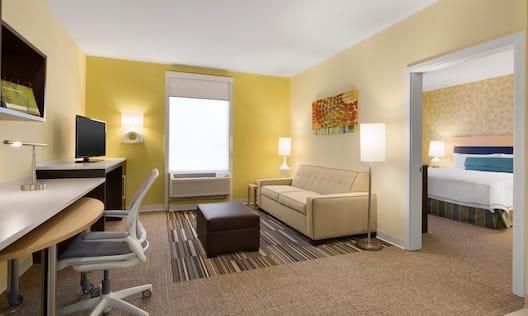 1 King 1 Bedroom Living Area