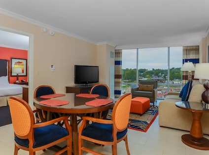 1 King 1 Bed Condo Seating Area