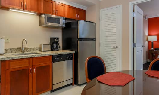 1 King 1 Bed Condo Kitchen