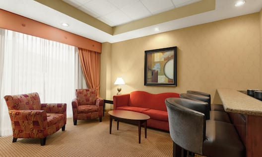 Executive Guestroom Suite with Lounge Area