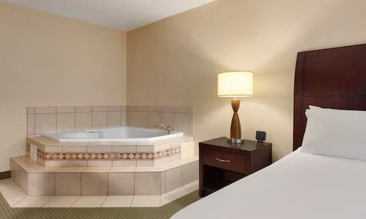 Whirlpool in King Bed guest room