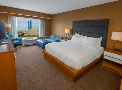 Guestroom with King Bed, Lounge Seating, Television and City View